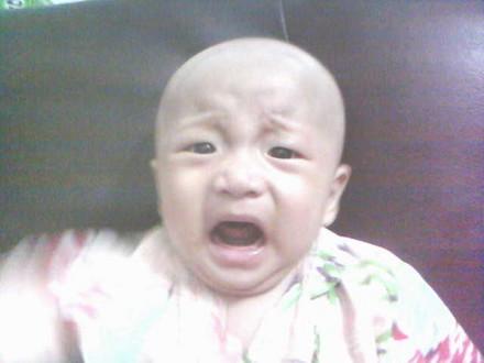 小圳圳来了.哭得多伤心哦  -姐妹们,来发发宝宝哭的照片吧,一定很惹