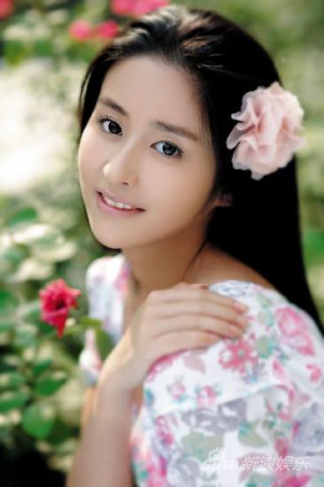 """谢娜 杨幂 吴佩慈/其实这是那位被赏了一丈红的""""四季妹妹""""夏冬春哦!"""