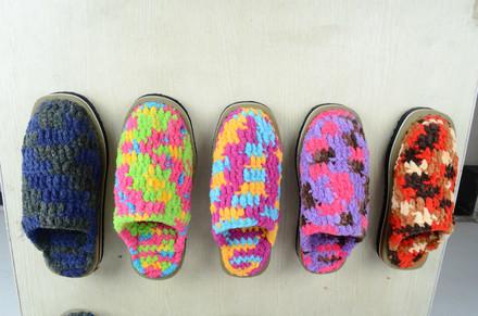 拖鞋/穿着很暖和。专业钩拖鞋毛线,