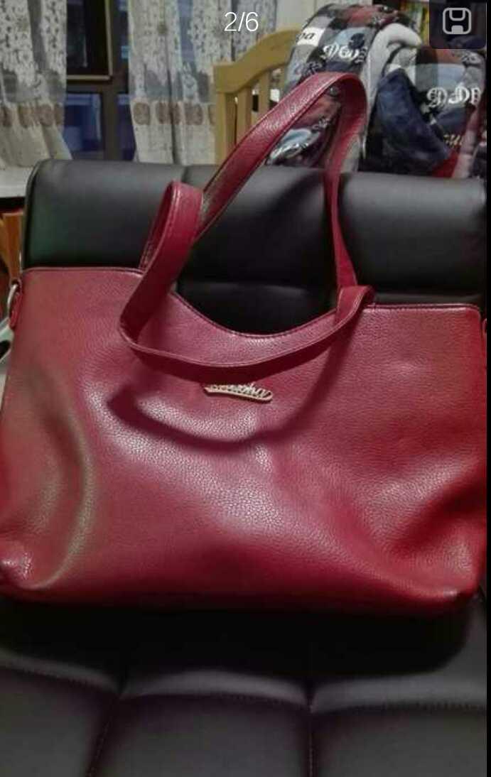 你好,包包怎么出?另外玫红那个是多大的呀?