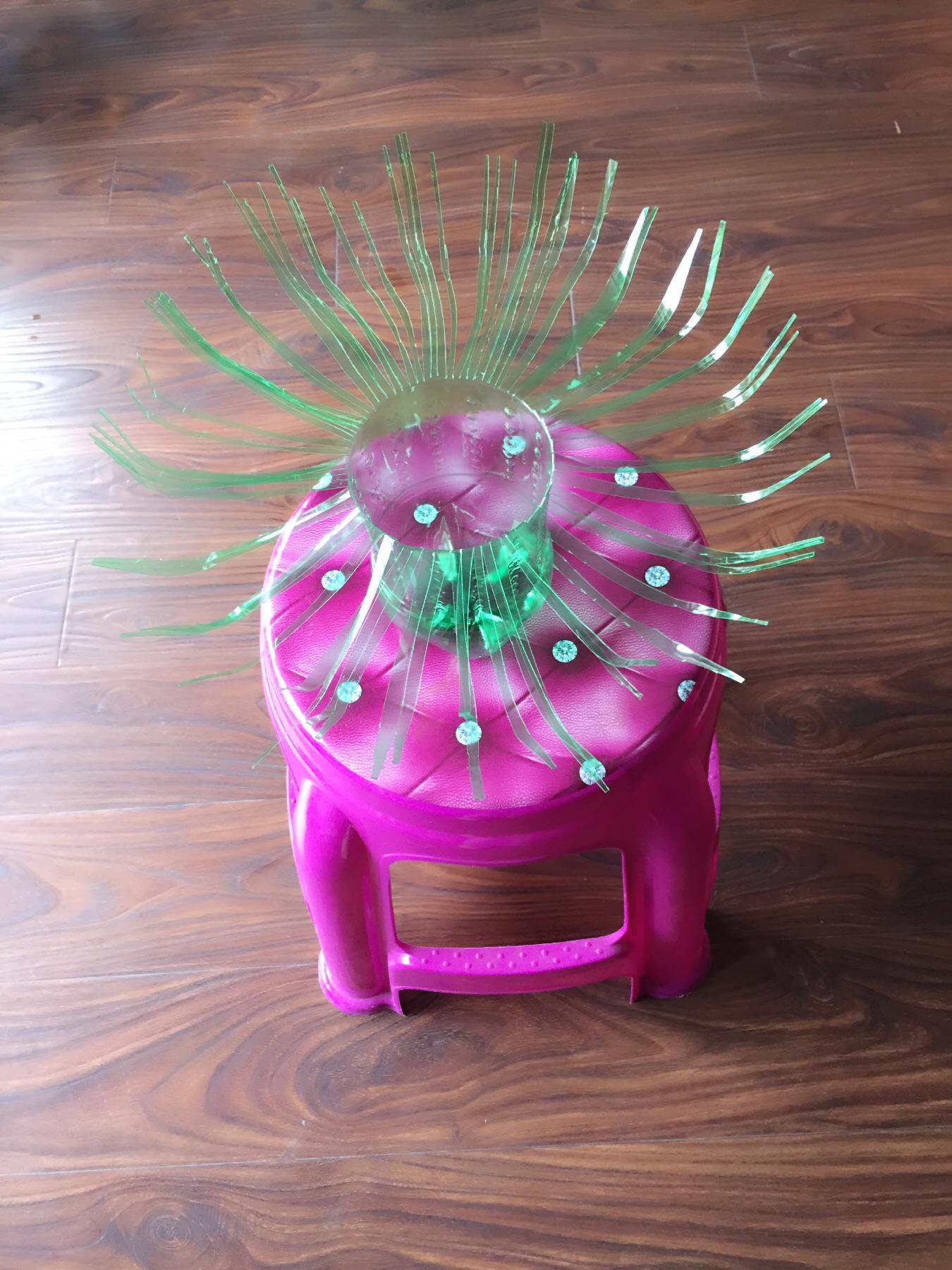 一个雪碧瓶变成的花盆