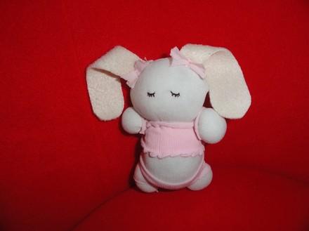 可爱 袜子/{袜子娃娃/可爱兔子}笨笨的花生妈又发教程咯~~~超可爱的袜子...