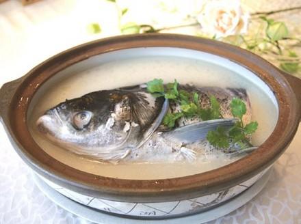 砂锅鲢鱼头,孕妇第一个月食谱