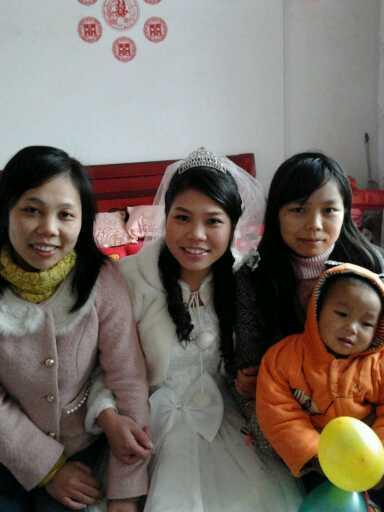 妹妹 都是/我们家三朵金花,我是最小的一朵,成长过程一点也不孤单,有争吵、...