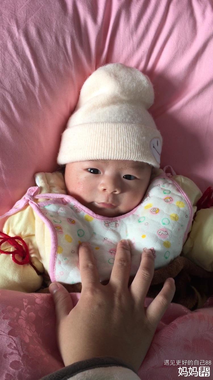 因为想宝宝睡不着,所以想把自己生宝宝的一些经历写下来,供一些妈妈参考。我家宝宝是我吃了金毓婷72小时紧急避孕药还怀上的,当初也没想着要孩子,没想到来得如此之快,有了之后舍不得打掉又怕生下来宝宝有问题,然后去深圳妇幼医院找了好几个医生咨询,深圳妇幼医生说避孕药不会引起畸形,然后我心里稍稍放心了一点。然后我表姐听说了我这个事情然后带我去她附近的社区医院,那里的医生就建议我打掉,说是避孕药会有激素对宝宝不好。我经过了再三思考查了很多资料后还是决定留下来,天天忐忐忑忑的就怕宝宝有问题。前5个月有什么重要检查都去了