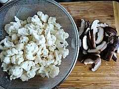 【孕妈香菇新时代】花菜炒瘦肉+牛蛙猪肝粥-餐桌是避孕药图片